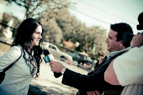 Оперативное интервью у молодых девушек на улицах страны